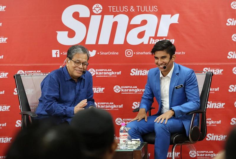 Syed Saddiq Syed Abdul Rahman speaks to moderator Tan Sri Johan Jaafar during a talk at Karangkraf in Shah Alam December 7, 2018. — Picture by Choo Choo May