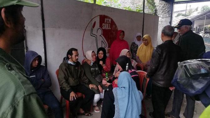 Setelah mengantongi izin dari keluarga, Kamis (9/1/2020) polisi membongkar makam Lina Jubaedah. Setelah itu, jenazah diautopsi untuk mencari tahu penyebab kematiannya. (Aksara Bebey/Merdeka.com)