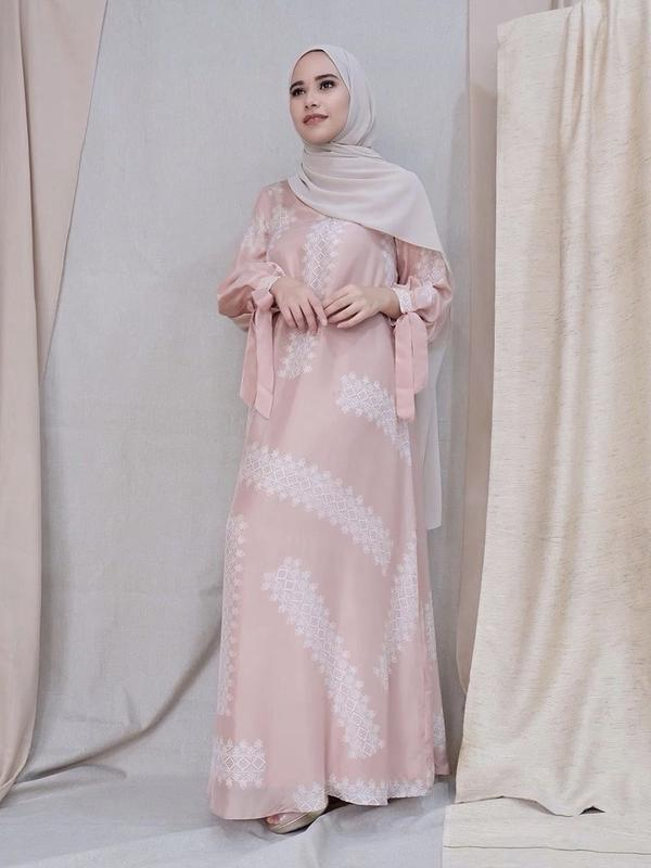 Buka Puasa virual jadi stylish dengan koleksi Ramadan dari Masari. (Foto: Khanaan/ Masari Dok)