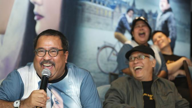 Turut mengisi dalam acara tersebut Iwan Fals dan Slank. Kaka Slank mengaku siap mengajak Rano untuk naik ke panggung membawakan lagu miliknya Ku Tak Bisa. (Bambang E Ros/Fimela.com)