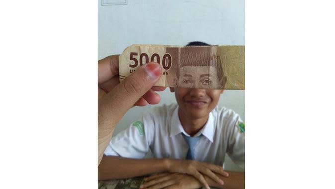 6 Potret Kocak Gabungan Wajah Orang dan Uang Kertas Ini Bikin Tepuk Jidat (sumber: Twitter.com/sellioktavian17)