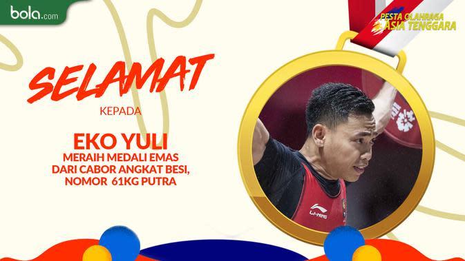 Eko Yuli, peraih medali emas keenam bagi Tim Indonesia di SEA Games 2019 dai cabor angkat besi nomor 61kg putra. (Bola.com/Dody Iryawan)