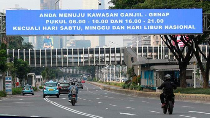 Banner Infografis Ganjil Genap Sepeda Motor saat PSBB Transisi Jakarta. (Liputan6.com/Helmi Fithriansyah)