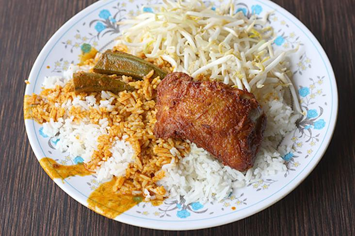 Bangsar Fish Head Corner is famous for its value-for-money lunch of rice, curry, vegetables and fried chicken. – Picture from Malay Mail archives