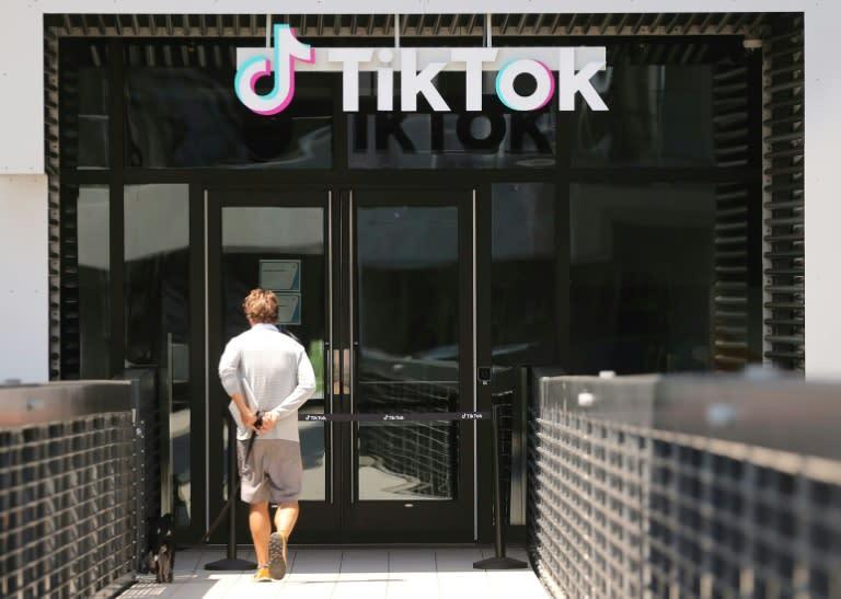 Judge prepares ruling after hearing on Trump TikTok download ban