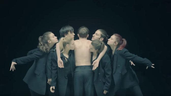 Lirik Lagu BTS, Black Swan