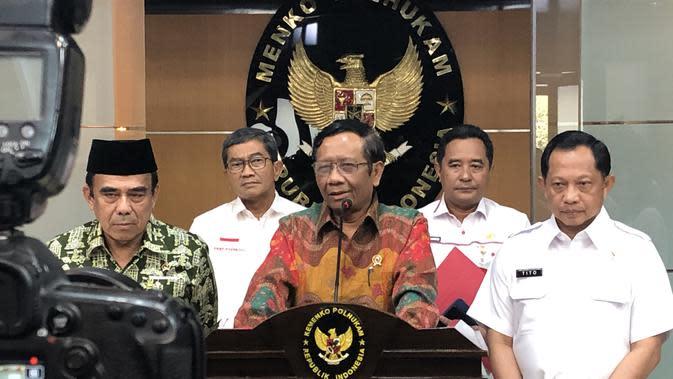 Menko Polhukam Mahfud Md di kantornya, Jakarta, Rabu (27/11/2019). (Liputan6.com/Putu Merta Surya Putra)