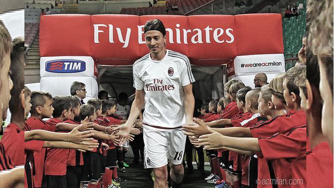 Riccardo Montolivo menjadi kapten Milan saat melawan Palermo (20/9/2015) / (c) Twitter @acmilan