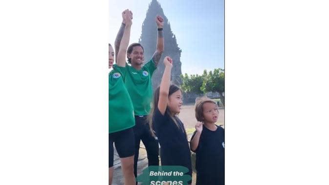 5 Momen Seru Irfan Bachdim Main TikTok Sekeluarga di Candi Prambanan, Kompak (sumber: Instagram.com/jenniferbachdim)