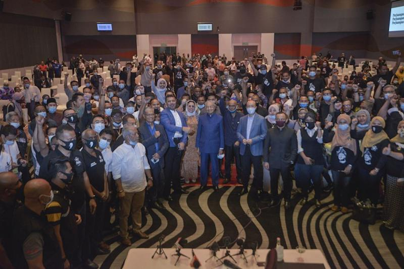 Tun Dr Mahathir Mohamad (centre) poses for a picture after a media conference at the Pullman Kuala Lumpur in Bangsar August 7, 2020. — Picture by Shafwan Zaidon
