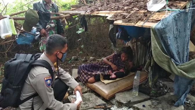 Aksi Heroik Bripka Haris dan Serda Deni Tolong Tunawisma Melahirkan di Cengkareng