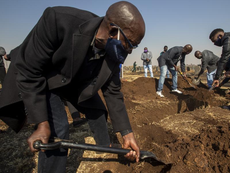 檢測量能有限恐低估死亡數 官員視察備用公墓