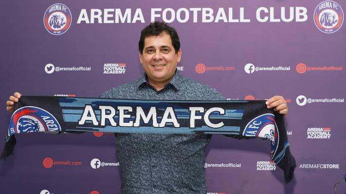 Carlos Carvalho de Oliveira resmi menukangi Arema FC pada lanjutan Shopee Liga 1 2020. (Instagram/@aremafcofficial)