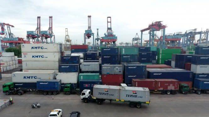 Curhat Pengusaha Truk, Angkut Barang dari Pelabuhan Bisa Puluhan Jam