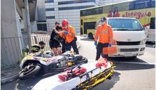 大角嘴電單車貨Van相撞 鐵騎士及女乘客受傷