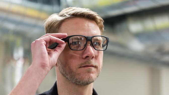 Ilustrasi kacamata pintar besutan Intel. (Foto: The Verge)