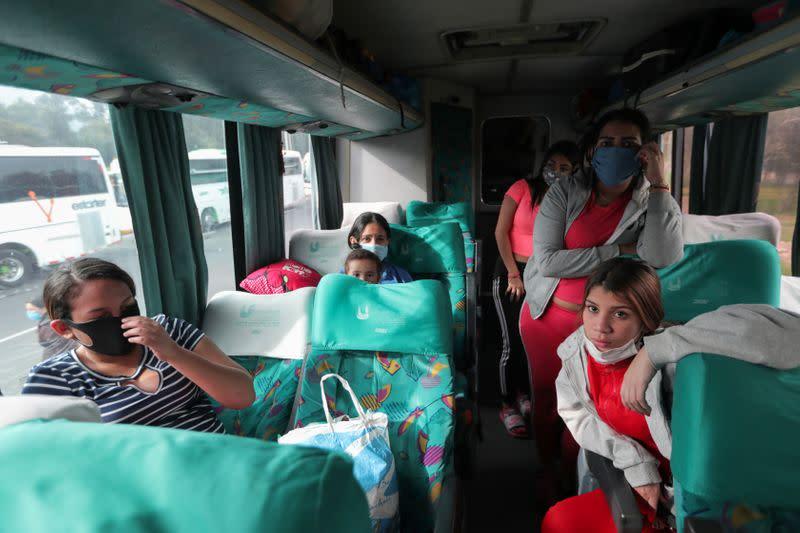Colombia says over 52,000 Venezuelans return home, cites lockdown