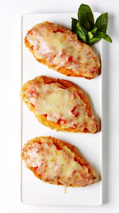 "<strong>Easy Chicken Parm</strong> Recipe: <a href=""http://www.bitememore.com/feedme/105/quick-and-easy-chicken-parmesan-recipe"" target=""_blank"" rel=""nofollow"">Bite Me More</a>"