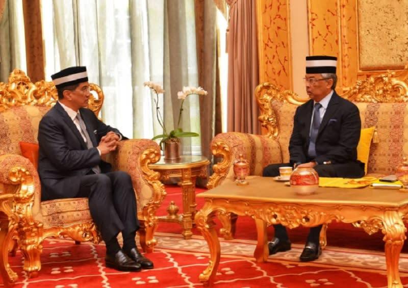 Datuk Seri Mohamed Azmin Ali in a meeting with Yang di-Pertuan Agong Sultan Abdullah Ri'ayatuddin Al-Mustafa Billah Shah at Istana Negara June 17, 2019. — Picture via Twitter/Mohamed Azmin Ali