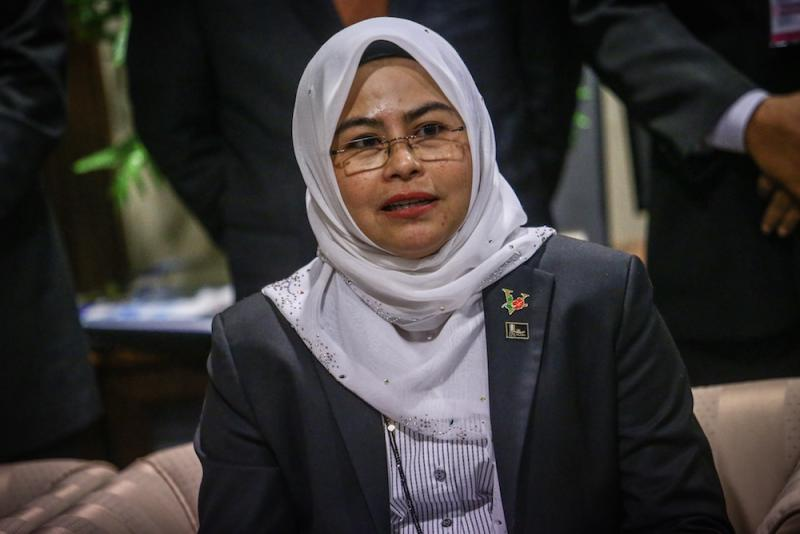 Datuk Noraini Ahmad said the government has agreed that universities can fully reopen in October. — Picture by Hari Anggara