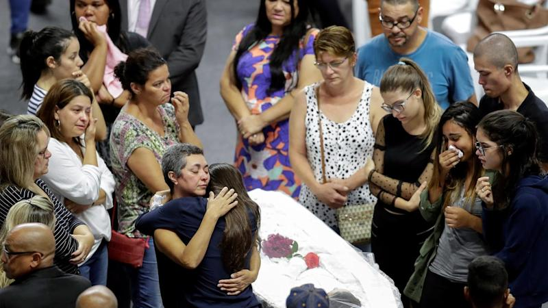 epaselect BRAZIL SHOOTING FUNERAL
