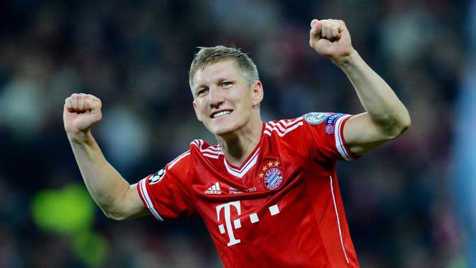7. Bastian Schweinsteiger - Pesepakbola asal Jerman ini resmi mengakhiri status sebagai pemain profesionalnya setelah 20 tahun berkarier. Mantan bintang Bayern Munchen itu merupakan salah satu bintang lapangan hijau yang sukses. (AFP/Andrew Yates)