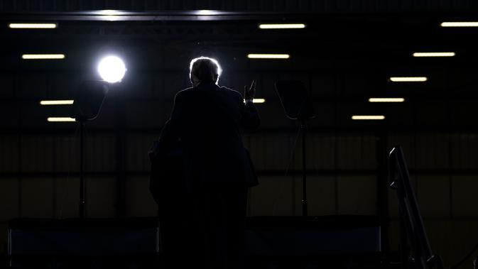 Presiden Amerika Serikat Donald Trump berbicara dalam rapat umum kampanye di Bandara Cecil, Jacksonville, Florida, Amerika Serikat, Kamis (24/9/2020). (AP Photo/Evan Vucci)