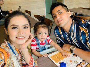 Bella takes a selfie with Aliff and their son Muhamad Ayden Adrean. Photo: Bella Astillah / Instagram