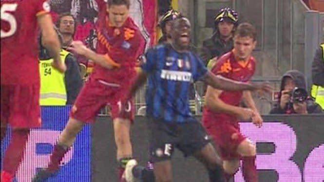 Balotelli Belum Lupakan Tendangan Kasar Totti 10 Tahun Silam