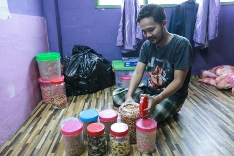 Abdul Rahman with some Raya treats... it will be a low-key celebration this year. — Picture by Ahmad Zamzahuri