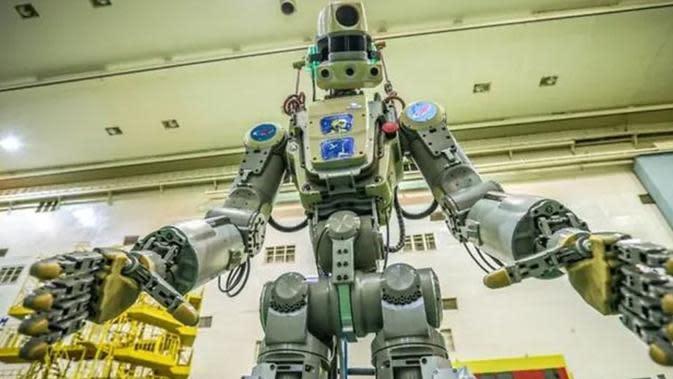 Robot humanoid itu, bernama Fedor, sebelumnya direncanakan akan menghabiskan 10 hari belajar untuk membantu para astronot di stasiun ruang angkasa (AFP Photo)
