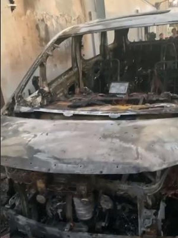 Mobil Via Vallen dibakar orang (Instagram/viavallen)