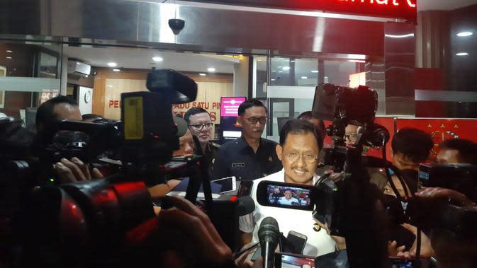 Jampidsus Kejaksaan Agung Adi Toegarisman di Kejagung (14/1/2020) mengatakan 5 tersangka kasus Jiwasraya ditahan. (Liputan6.com/ Yopi Makdori)