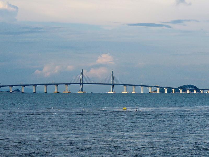 橋牽三地(港珠澳大橋)