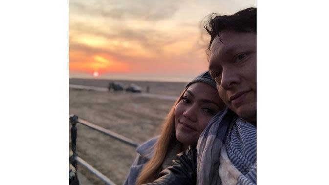 6 Momen Mesra Rina Nose dan Josscy Aartsen Setelah Menikah, Semakin Lengket (sumber: Instagram.com/rinanose16)