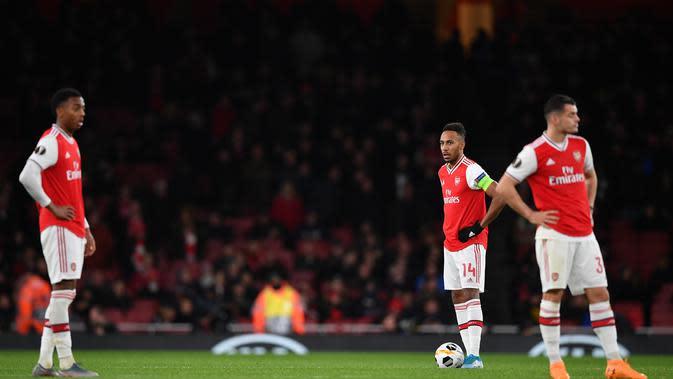 Pemain Arsenal tampak lesu saat menghadapi Eintracht Frankfurt di laga Grup F Liga Europa, Jumat (29/11/2019) dini hari WIB. Arsenal kalah 1-2 dalam pertandingan ini. (AFP/DANIEL LEAL-OLIVAS)