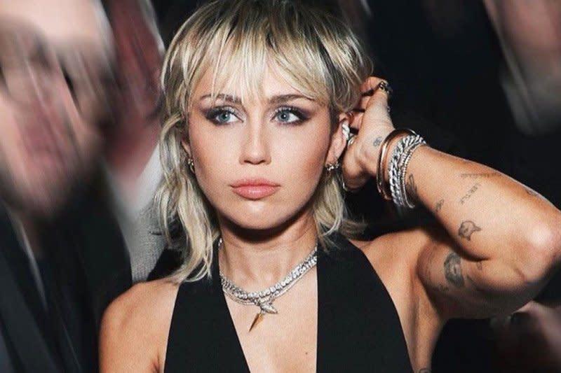 Miley Cyrus dituduh curi foto
