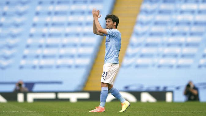 Selama 10 tahun berseragam Manchester Biru, Silva telah menyumbangkan 77 gol dan 140 assist dengan raihan 13 trofi juara termasuk empat gelar Liga Inggris, dan dua Piala FA. (AP Photo/Dave Thompson, Pool)