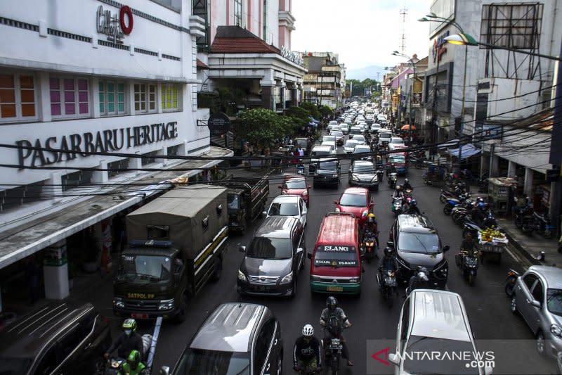 Zona merah COVID, Kota Bandung akan kurangi relaksasi kegiatan bisnis