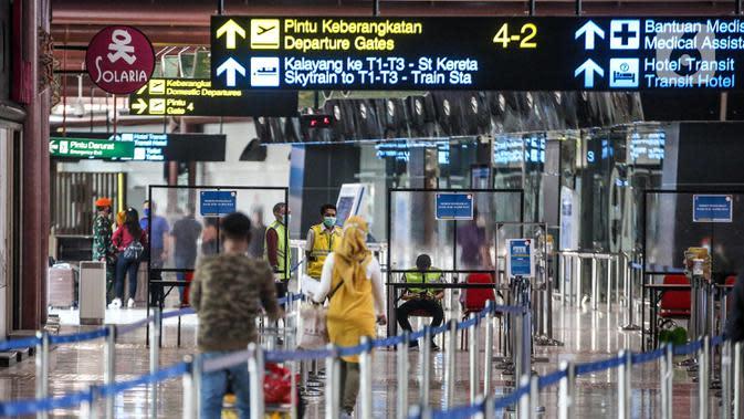 Suasana Terminal 2 Bandara Soekarno Hatta, Tangerang, Banten, Rabu (10/6/2020). PT Angkasa Pura II selaku pengelola juga menerapkan prosedur physical distancing. (Liputan6.com/Faizal Fanani)