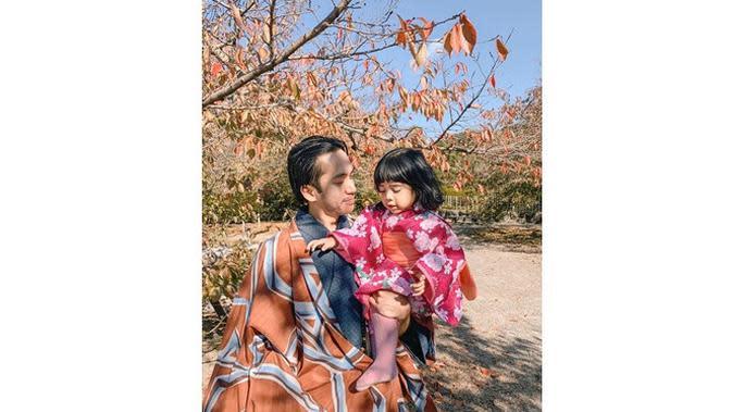 6 Momen Manis Liburan Fita Anggriani di Jepang, Rayakan Ultah Suami (sumber: Instagram.com/fitaanggriani)