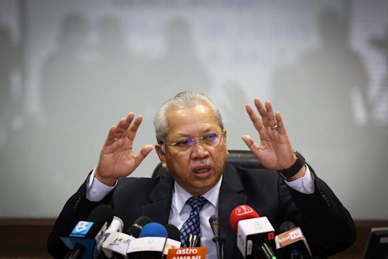 Umno supreme council member Tan Sri Annuar Musa today stressed the need for unity. — Picture by Yusof Mat Isa