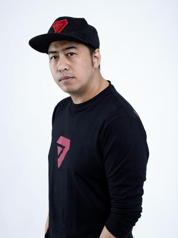 Pandji Pragiwaksono jelang tur stand up comedy bertema Komoidoumenoi. (Dok. Istimewa)