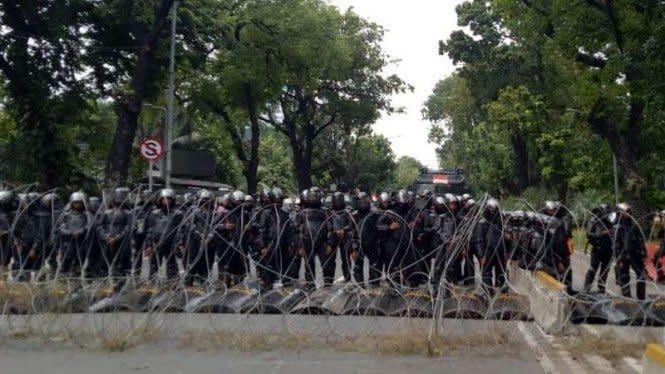 Waduh, 8 Polisi Positif COVID-19 Usai Amankan Demo Omnibus Law