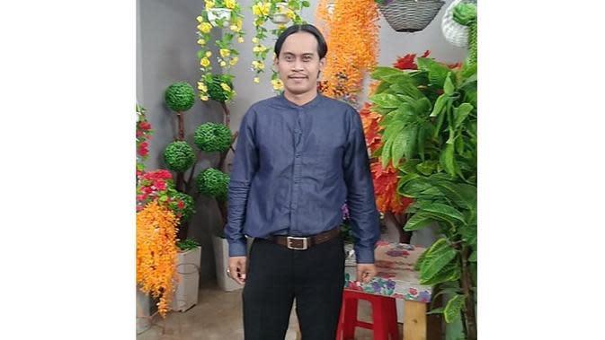 Spesialis Perankan Satpam, 6 Gaya Herry Ujang di Kehidupan Nyata Ini Bikin Pangling (sumber: Instagram.com/herry_ujang)