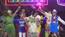 小巨蛋銀髮歌舞秀總年齡逾3千歲 馮世寬登台舞動