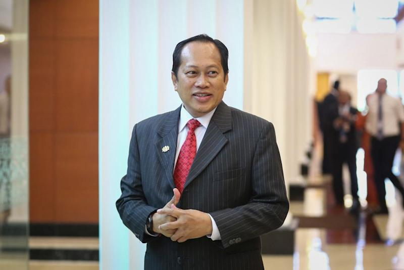 Umno secretary-general Datuk Seri Ahmad Maslan announced the suspension of all party meetings with immediate effect after Malaysia saw new Covid-19 infections jump to 260 cases today. — Picture by Yusof Mat Isa