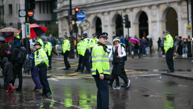 Polisi London (unsplash.com/Phil Hearing)