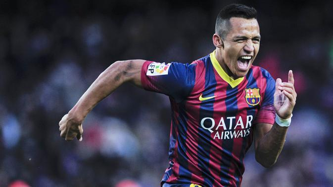 Alexis Sanchez saat membela Barcelona (AFP/Josep Lago)