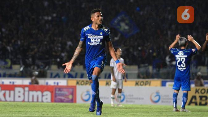 Persib Bandung menang 2-1 atas PSS Sleman pada pekan ketiga Shopee Liga 1 2020 di Stadion Si Jalak Soreang, Kabupaten Bandung, Minggu (15/3/2020). (Bola.com/Erwin Snaz)